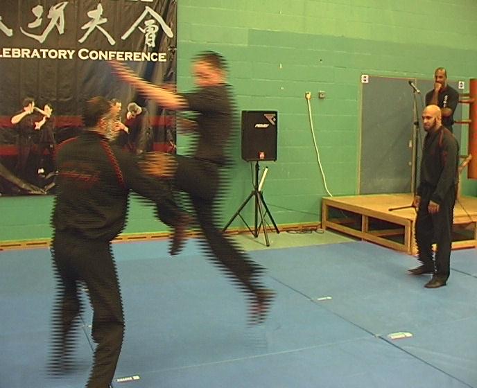 Arturo Rutter attempts a Jumping Knee.