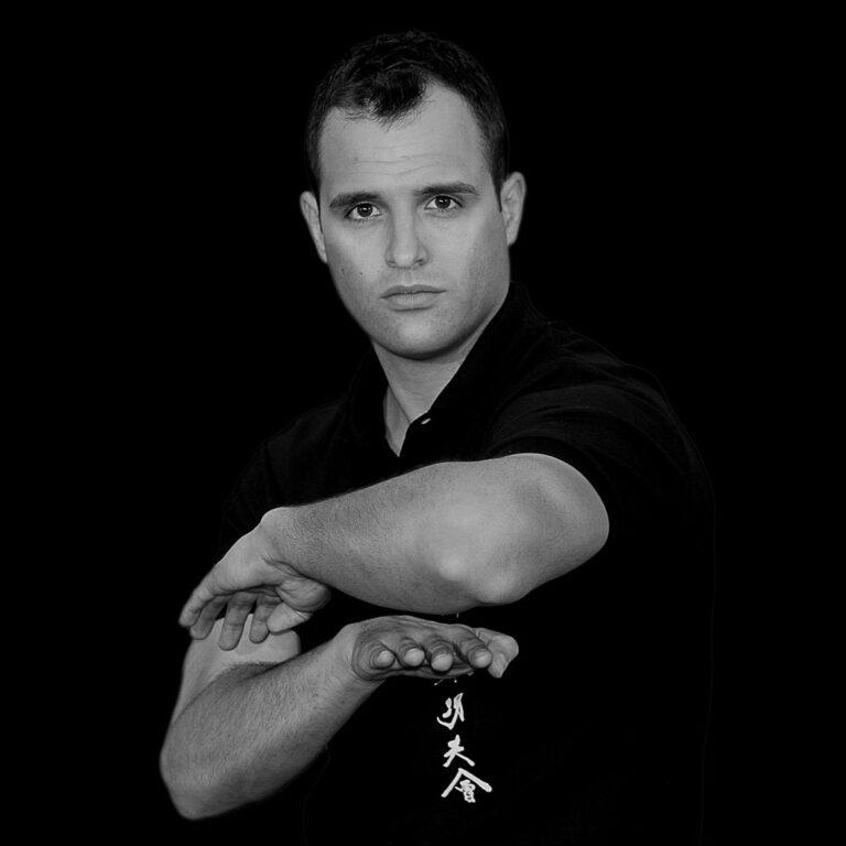 Master Nick Martin demonstrates the hidden hand form Biu Tze