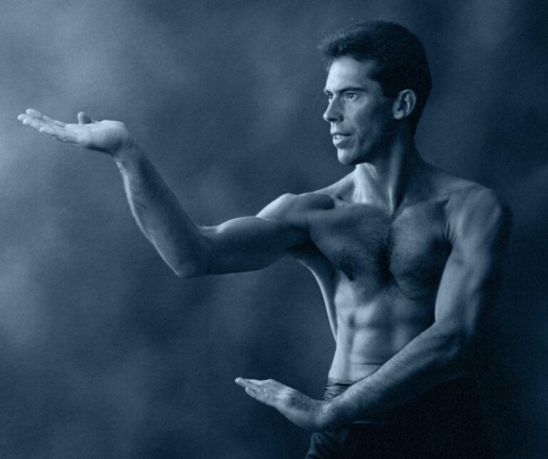 James Sinclair performs the Wing Chun Gum and Chaan Sau circa 1995